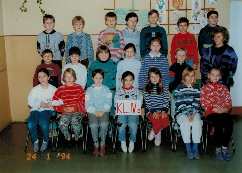 images/Galeria/zdjeciakronikaczosnyka/rocznik1983klasa4